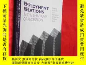 二手書博民逛書店Employment罕見Relations in the Sha