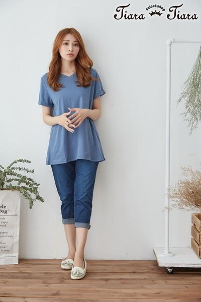 【Tiara Tiara】俐落V領純色中長版短袖上衣(白/藍/淺藍)