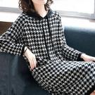 媽媽洋裝 2021秋冬新款寬鬆大碼連衣裙中長款過膝裙子千鳥格洋氣上衣媽媽裝 歐歐