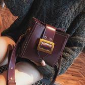 (尾牙交換禮物)創意 小包包女秋冬新款百搭韓版水桶時尚單肩寬肩帶學生復古斜挎包