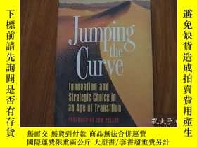 二手書博民逛書店Jumping罕見The Curve: Innovation A