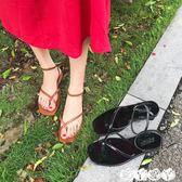 涼鞋 韓國chic方頭交叉夾腳一字扣漆皮平底涼鞋羅馬鞋女鞋夏【全館9折】