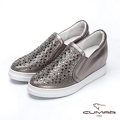 【CUMAR】簡約步調 - 排列鑽飾內增高懶人休閒鞋( 槍身色)