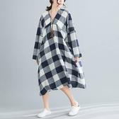 棉麻 寬鬆版格紋V領洋裝-大尺碼 獨具衣格
