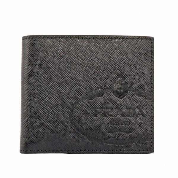 【PRADA】壓印徽章LOGO對開二折短夾(黑) 2MO513 2MB8 F0002