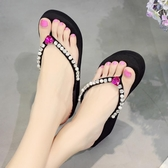 水鑽人字拖鞋 防滑坡跟夾腳涼鞋 厚底沙灘鞋《小師妹》sm1004