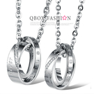 《 QBOX 》FASHION 飾品【W10008790】精緻個性情侶雙環相扣鑲鑽316L鈦鋼墬子項鍊(男/女款)