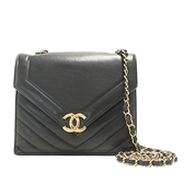 CHANEL 香奈兒 黑色小牛皮金釦肩背包 Chevron Envelope Single Flap Bag【BRAND OFF】