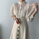 Qmigirl 甜美立領縷空蕾絲拼接長袖襯衫+長裙(套裝)【T2244】