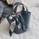 水桶包 法國小眾高級感包包新款潮百搭手提水桶包流行洋氣少女手拎包 韓菲兒