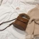 水桶包高級感包包女韓版復古時尚手提毛毛包...