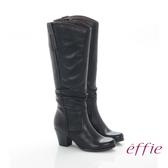 effie 魅力時尚 復古素面拼接抓皺粗跟長靴 黑