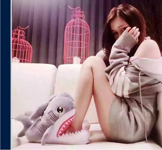 【抗寒必備】鯊魚咬腳.秋冬居家室內卡通絨毛保暖鯊魚拖鞋