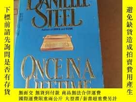 二手書博民逛書店DANIELLE罕見STEEL ONCE IN A LIFETIMEY220588 Danielle Stee
