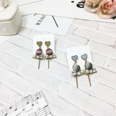 【KP】可愛少女 愛心 絲絨感包釦 立體水鑽 針式耳環 EA02784
