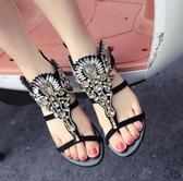 女平底涼鞋 韓版女鞋子 新款女鞋花朵鑲水鑽寶石夾腳趾平底羅馬涼鞋【多多鞋包店】ds3940