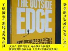 二手書博民逛書店The罕見outside edge:houw outsiders