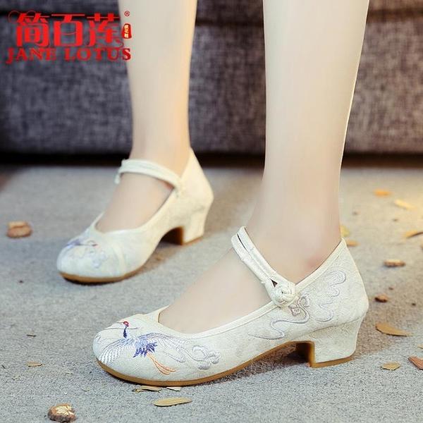 老北京布鞋女春2019新款夏時尚中跟粗跟時裝復古民族風媽媽繡花鞋