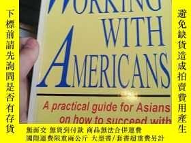 二手書博民逛書店Working罕見with Americans: A Practical Guide for Asians on