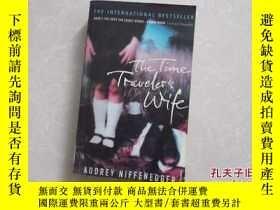二手書博民逛書店THE罕見TIME TRAVELER S WIFE Audrey