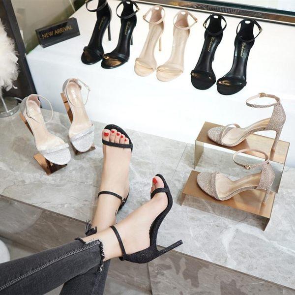 高跟鞋 涼鞋女 新款露趾網紅同款細跟百搭一字帶扣chic黑色高跟鞋小碼 韓菲兒