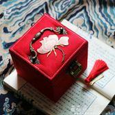婚慶盒 女子無才。古風閨房收納盒飾品珠寶首飾箱原創手工帶掛鎖刺繡錦盒【美物居家館】