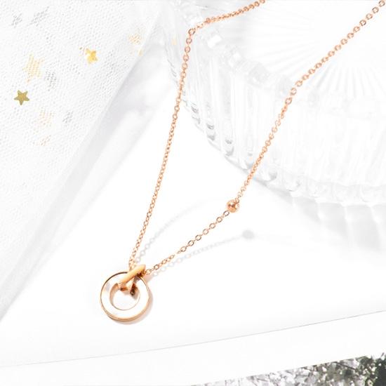 《QBOX 》FASHION 飾品【C20N1718】精緻秀氣簡約圓環母貝設計玫瑰金鈦鋼墬子項鍊