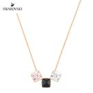 在閃爍悅目鍍玫瑰金色飾鏈上,有三顆璀璨瑰麗的方形水晶,百變的造型讓穿搭提升風格品味。