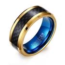 《 QBOX 》FASHION 飾品【RTCR-048】精緻個性金色招財簡約碳纖維鎢鋼戒指/戒環(型男配戴)
