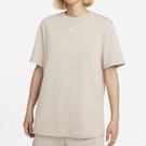 NIKE Sportswear Essential 女裝 短袖 休閒 長版 棉質 經典 刺繡 奶茶色【運動世界】DH4256-236