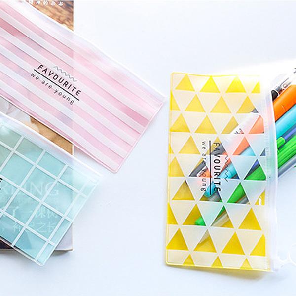 【BlueCat】韓系青春彩色點點三角形PVC長條收納袋 筆袋