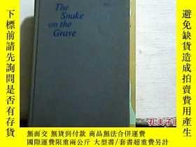 二手書博民逛書店The罕見Snake on the Grave(英文原版)32開