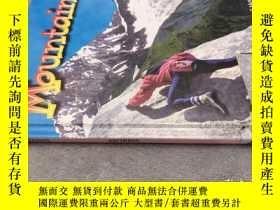 二手書博民逛書店Mountains罕見山 全彩照片 精裝英文版 展示了不同種類的山脈 探索天氣、植物、動