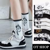 OT SHOP[現貨]襪子 中筒襪 運動襪 精梳棉 女孩人頭 太空人 太空貓咪 字母 百搭文創黑白系列 M1083