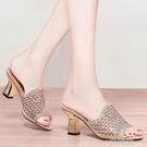 性感魚嘴一字外穿涼拖鞋女中跟2020春夏新款韓版粗跟時尚高跟涼鞋  一米陽光