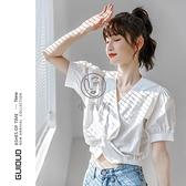 白色v領泡泡袖上衣女夏短袖設計感小眾韓系不規則鎖骨t恤【小酒窩】