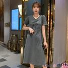 熱賣露背洋裝 短袖連身裙女夏2021新款V領大碼寬鬆小心機露背中長款過膝t恤裙子 coco