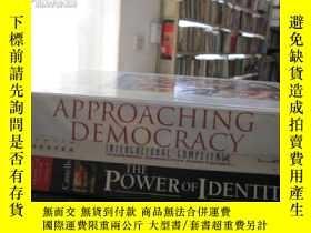 二手書博民逛書店APPROACHING罕見DEMOCRACY(英文原版)Y693