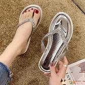 夾腳人字拖女外穿軟底百搭拖鞋女士洗澡鞋時尚平底夾趾沙灘鞋海邊 HX6350【花貓女王】