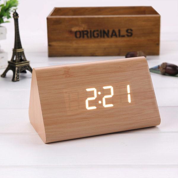 【佳工坊】時尚簡約LED聲控木紋時鐘-三角型
