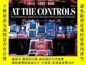 二手書博民逛書店At罕見the Controls: The Smithsonian National Air and Space
