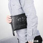 手拿包男2019新款韓版潮包鱷魚紋手包男士包手抓包個性青年信封包『艾麗花園』
