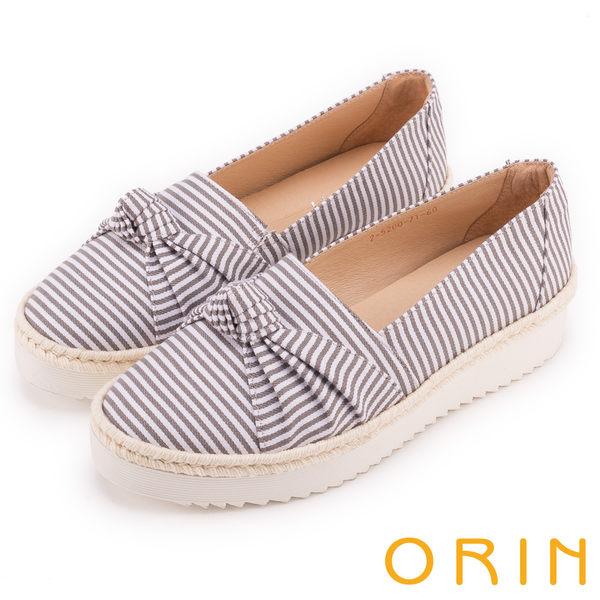 ORIN 引出度假氣氛 表面特殊布料休閒平底鞋-灰色