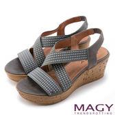 限時特賣-MAGY 異國風情 鬆緊帶交錯拼接牛皮楔型涼鞋-灰色