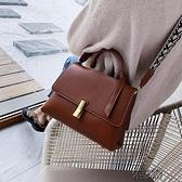 高級感洋氣法國小眾包包包女包新款夏百搭寬帶單肩斜背包包潮 【快速出貨】