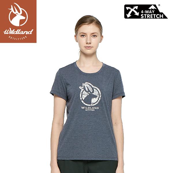 【Wildland 荒野 女 彈性LOGO印花圓領上衣《深灰》】0A81603/短袖/圓領T/運動衣/休閒衫