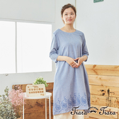 【Tiara Tiara】 圓領後釦下擺刺繡洋裝(淺藍/藍紫/灰黑)