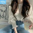 【V2998】shiny藍格子-甜美清新.純色鉤花縮口燈籠袖上衣