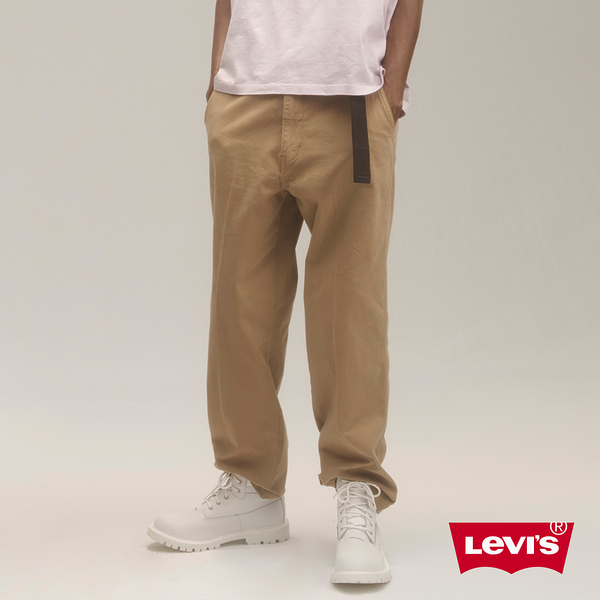 Levis男款 Stay Loose Chino寬鬆繭型卡奇休閒褲/磨損細節/超彈力
