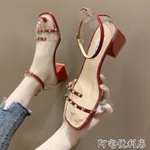 羅馬涼鞋女夏鉚釘百搭中跟粗跟鞋一字扣帶高跟鞋 阿宅便利店